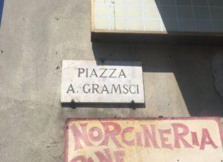 targa dedicata ad Antonio Gramsci